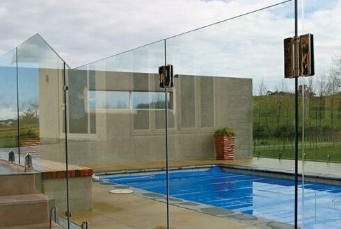 نرده شیشه ای ، زیباترین محافظ در ساختمان شما