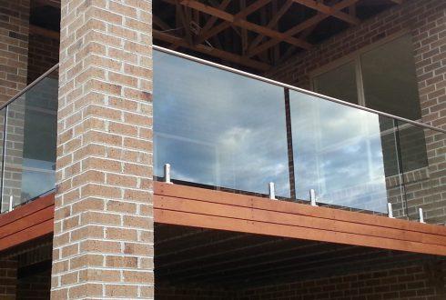 آرامش مطلق در خانه های امروزی با نرده شیشه ای balustrade