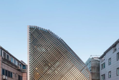 نمای جذاب ساختمان با لوور آلومینیومی یا آفتابگیر آلومینیومی ساختمان