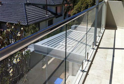 نرده شیشه ای اسپیگات - Spigot balustrade