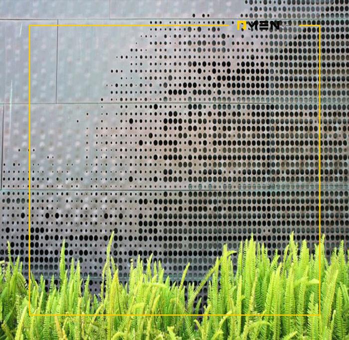 نمای پانچ متال (Punch Metal)، نمای ورق مش یا نمای اکستنش متال یکی از نماهای مدرن در ساختمان ها محسوب می شود. استفاده از نمای پانچ متال با کاهش تابش نور خورشید به فضای داخل ساختمان باعث کاهش مصرف انرژی در بخش سیستم سرمایش خواهد شد.