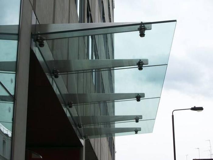 شیشه نمای اسپایدر
