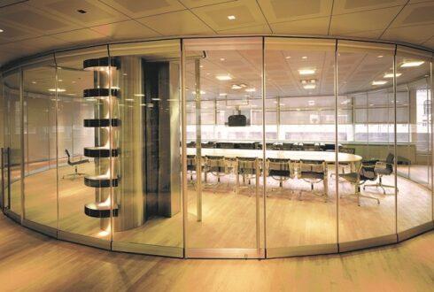 طراحی داخلی فضاهای اداری با پارتیشن شیشه ای اداری