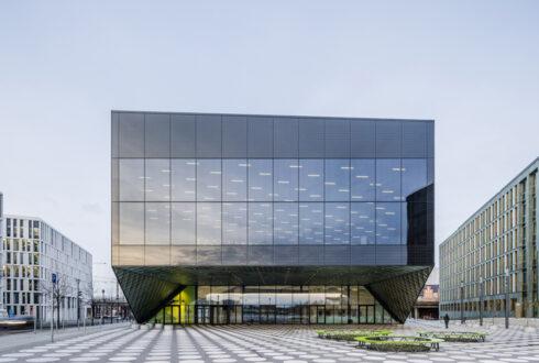 نمای ساختمان شیشه ای