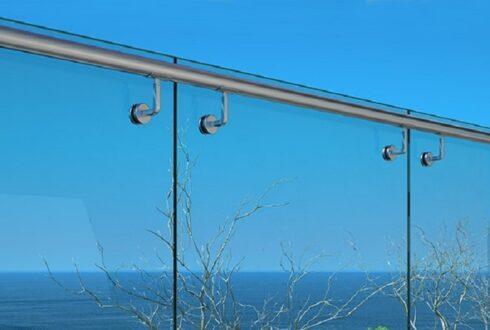 نرده شیشه ای استخر جلوه ای زیبا و ایمن