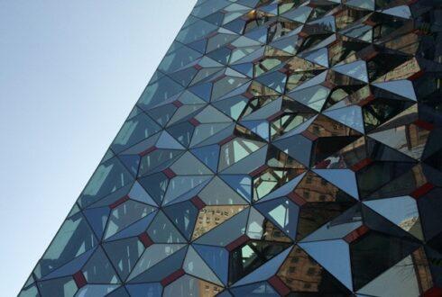 اهمیت و کاربرد شیشه سکوریت در نمای ساختمان