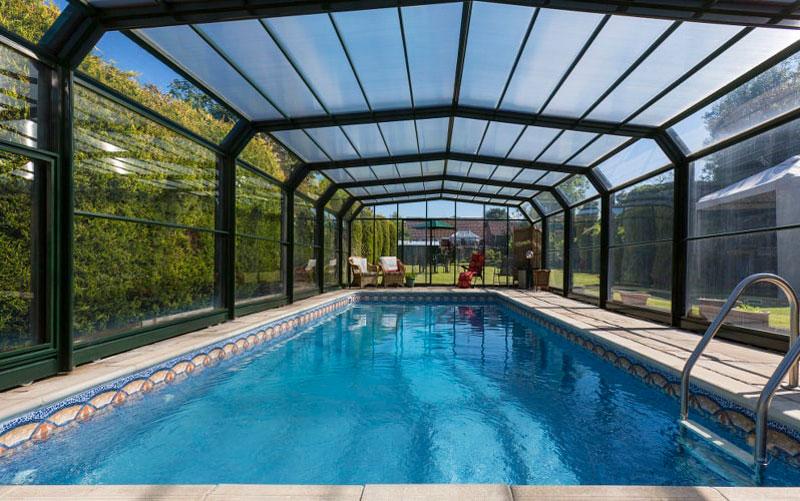 سازه های شیشه ای در استخر -سقف های شیشه ای