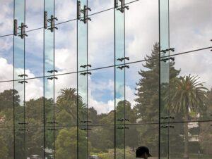 نمای اسپایدر فین گلس - نمای شیشه ای