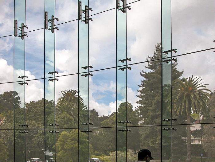 نمای اسپایدر فین گلس و ظاهر شیشه ای یکدست